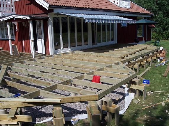 Strunta i räcke kring altanen? : staket terass : Staket